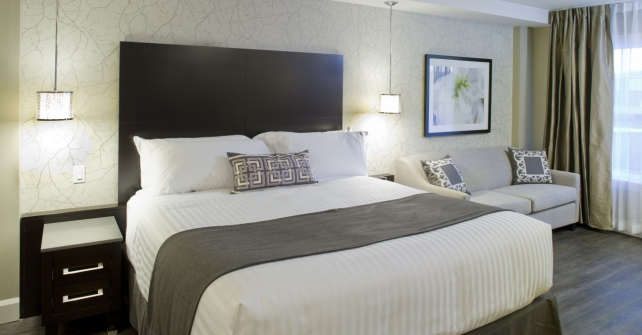 Chambre ex cutive tr s grand lit avec divan lit h tel for Recherche chambre hotel